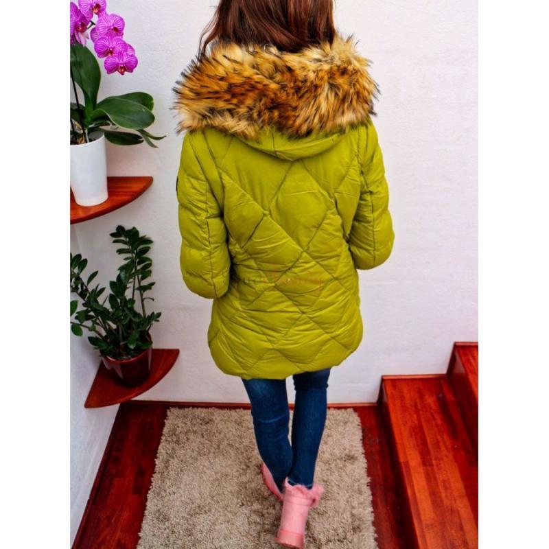 b63145434d5f4 Zelená dámska bunda s kožušinou na zimu