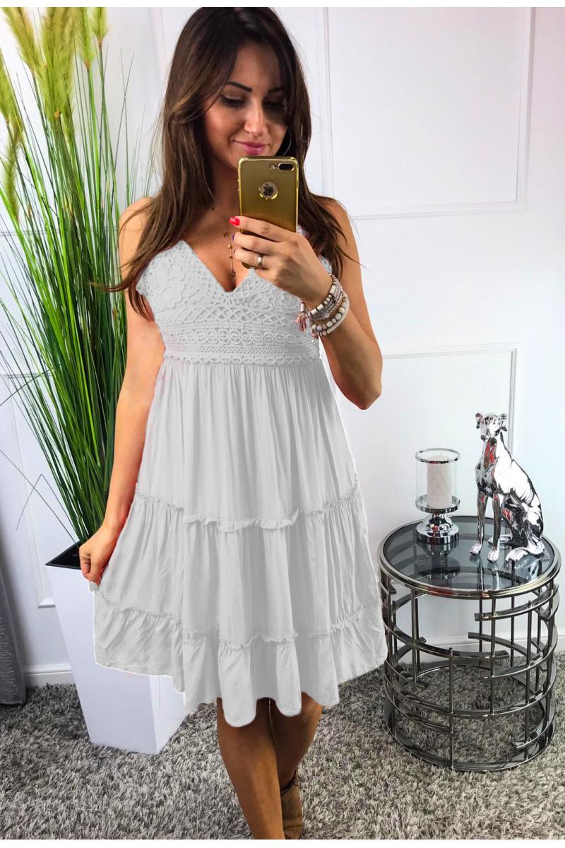 824b844cf novinka Letné šaty na ramienka v bielej farbe