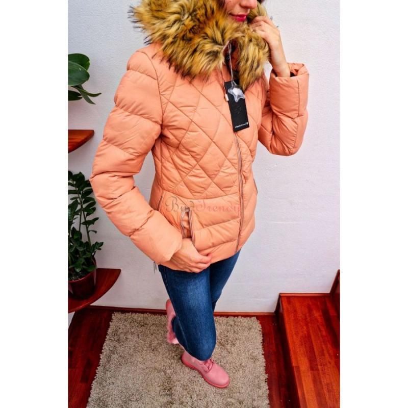 b842a27456fd Marhuľová dámska zimná bunda s kožušinou