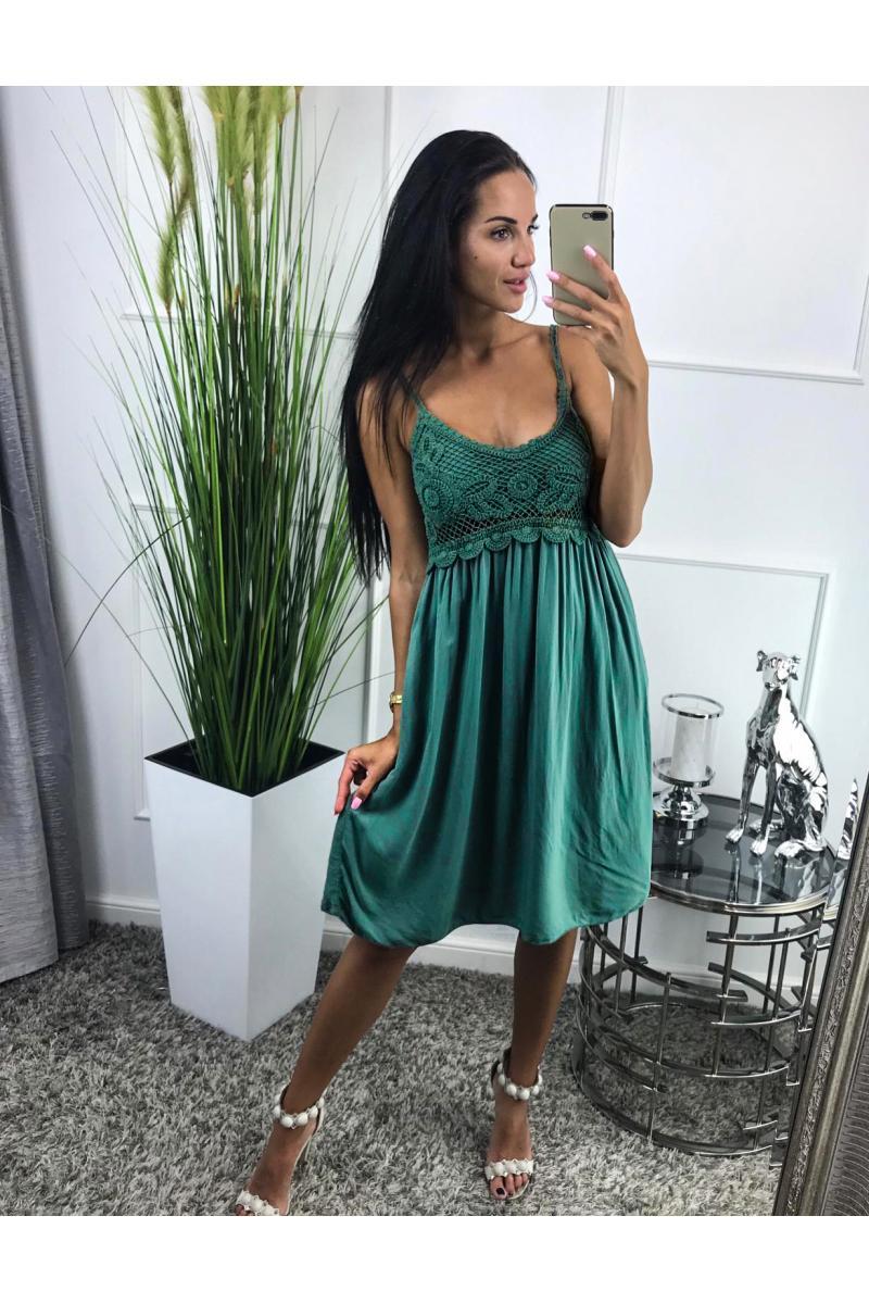 88739aecb novinka Krátke dámske šaty na ramienka v zelenej farbe