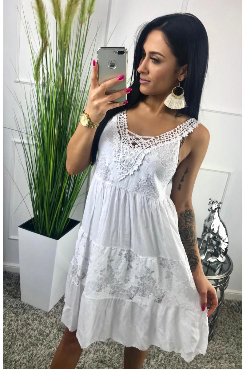 db68e1ae2e89 novinka Dlhé biele šaty s krajkou v oblasti dekoltu