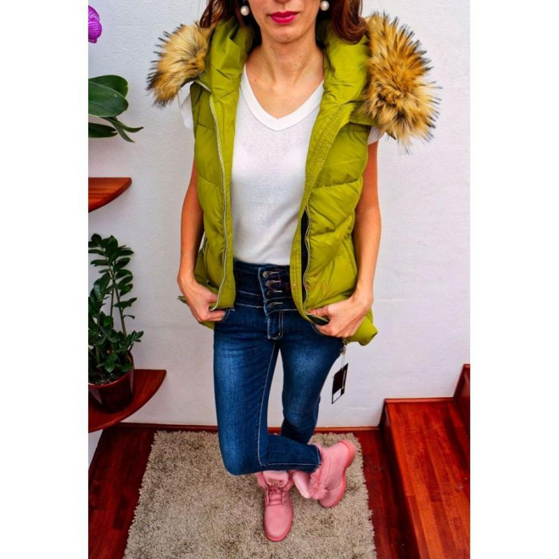 eb46768fdd57 Zelená dámska bunda s kožušinou na zimu